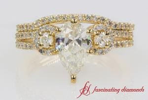 Antique Pear Cut Diamond Wedding Set In Yellow Gold