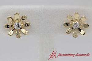 Daisy Flower Stud Earring In Yellow Gold