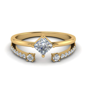 Kite Princess Cut Diamond Ring With Open Band In 18K Yellow Gold