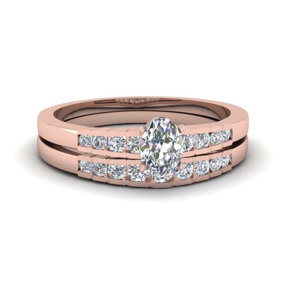 Oval Shaped Diamond Graduated Accent Ring In 14K Rose Gold