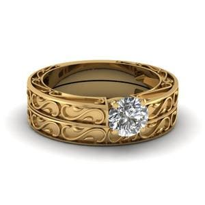 Carved Round Diamond Solitaire Wedding Ring Set In 18K Yellow Gold