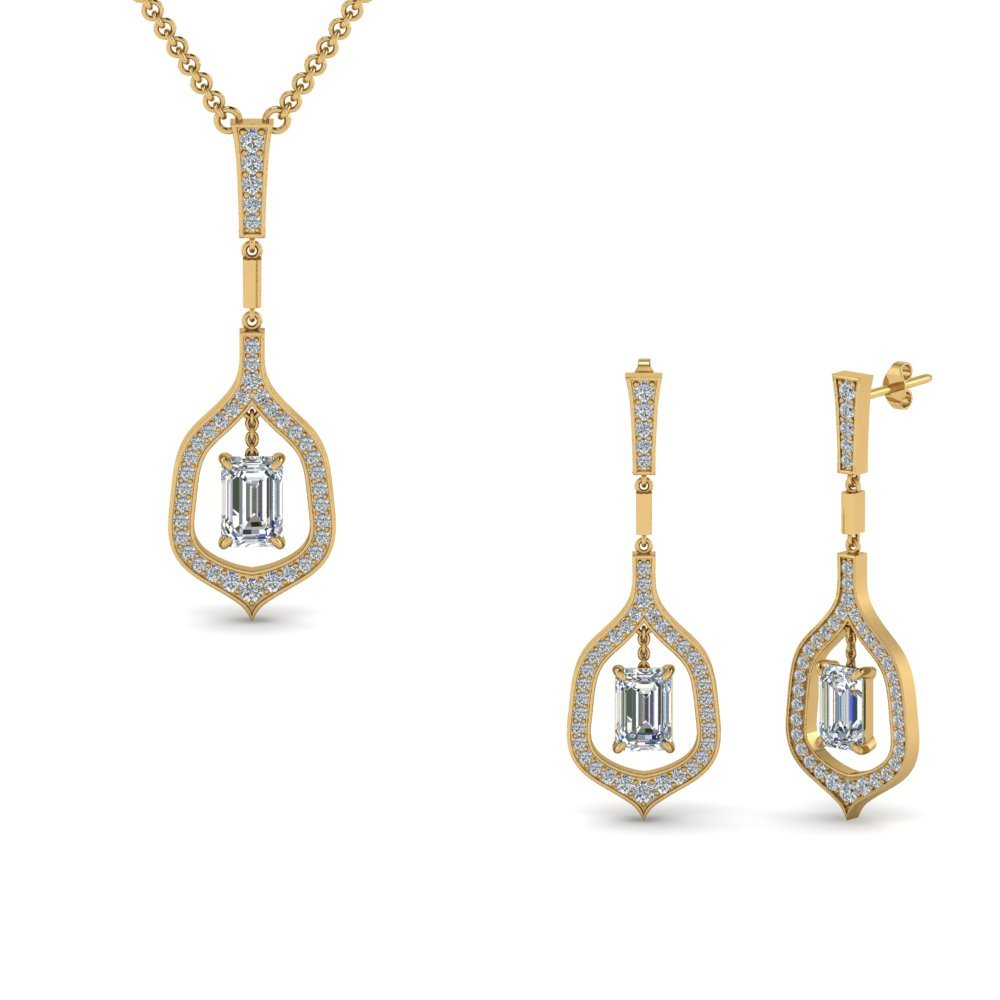 18K Yellow Gold Diamond Pendant And Earring